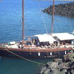 Bootstour zu den Vulkaninseln von Santorini